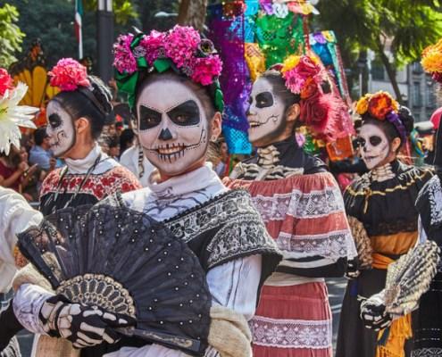 Photo Credit: https://es.aleteia.org/2019/11/02/5-interesantes-altares-de-dia-de-muertos-para-visitar-en-mexico/
